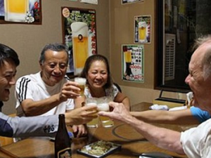 Evening Walking Tour with Local Onsen and Izakaya Dinner Experience